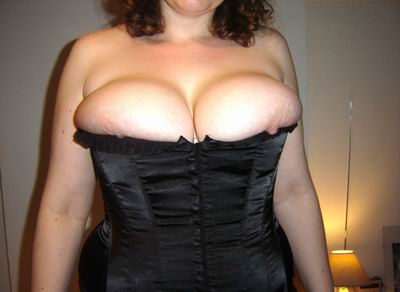 Femme ronde en lingerie affriolante