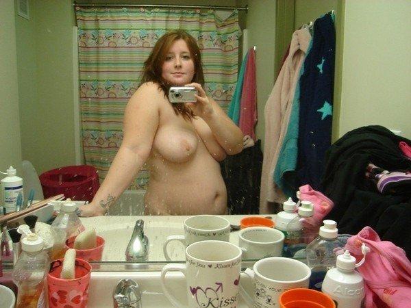 Jeune coquine grassouillette en manque de sexe