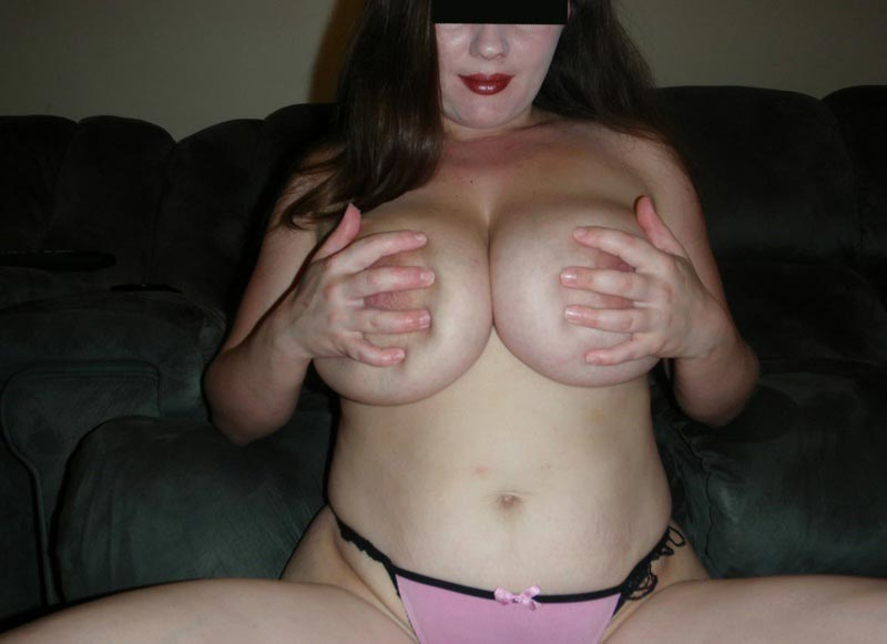 Trentenaire à gros seins en manque de calin